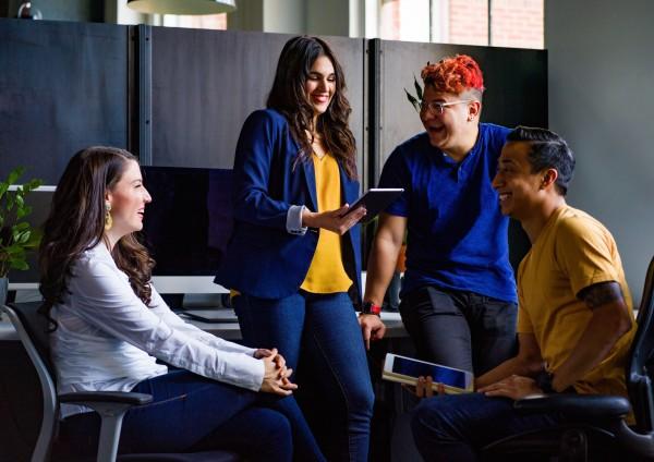 beloning salaris collega's zelforganisatie